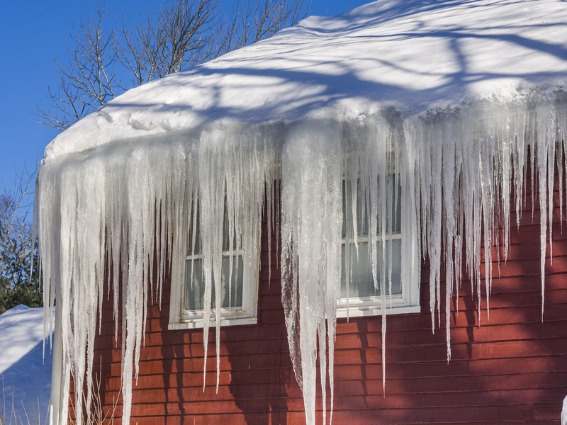 Ice dams - what you need to know before call a roofing contractor