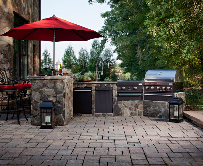 Outdoor Kitchens and Lighting | Cutting Edge Hardscapes